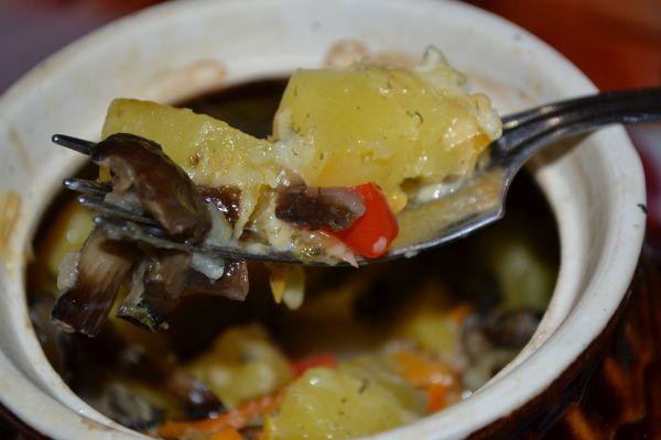 горшочки с картошкой и мясом