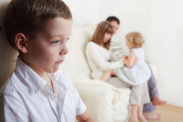 Старший и младший ребенок в семье: отношения между детьми после появления малыша