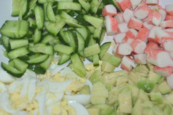 авокадо огурцы крабовые палочки яйца