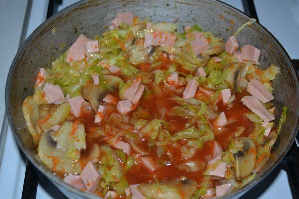 томатная паста с капустой и грибами