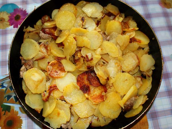 картофель в сковороде