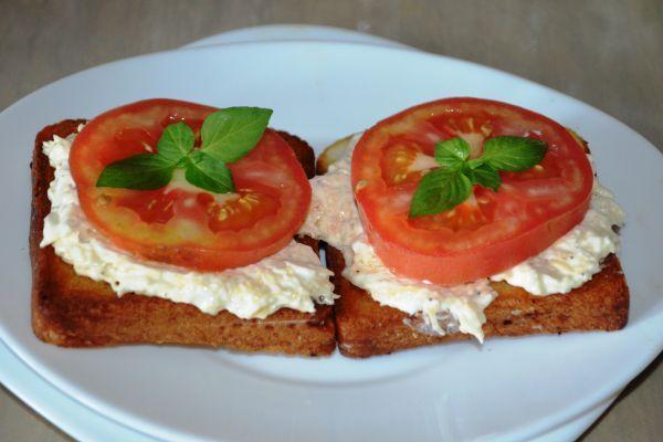 вкусные гренки с помидорами и сыром