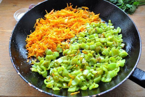 пассировка моркови и перца