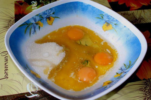 яйца и сахар с маслом