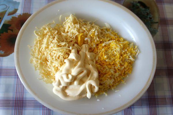 сыр и яйца с майонезом