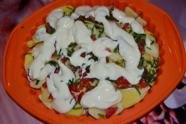 майонез на заготовке картофельной запеканки