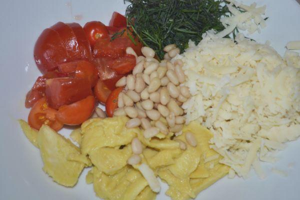 приготовление салата с авокадо и кедровами орешками