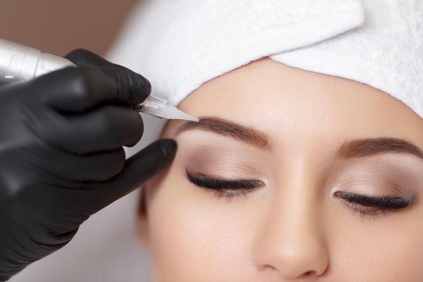 перманеннтный макияж бровей