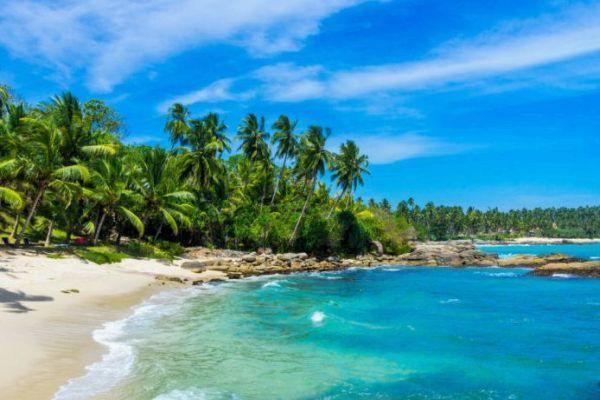 пляж на острове шри ланка