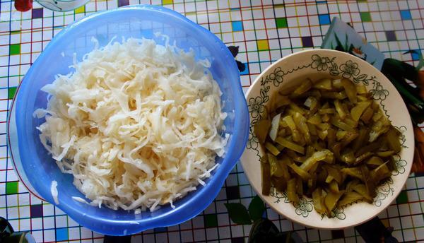огурцы и квашеная капуста