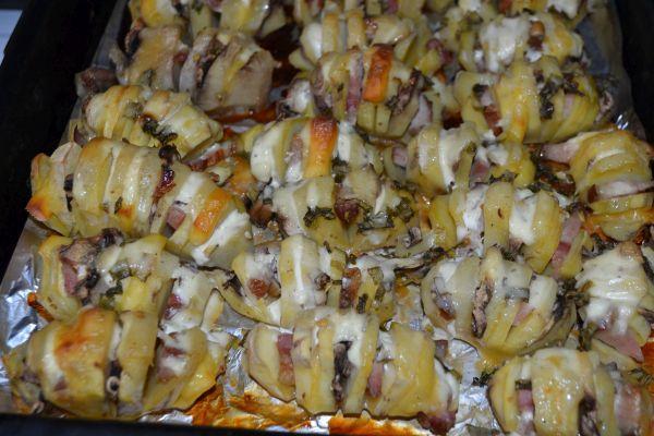 запеченная картошка-гармошка с сыром