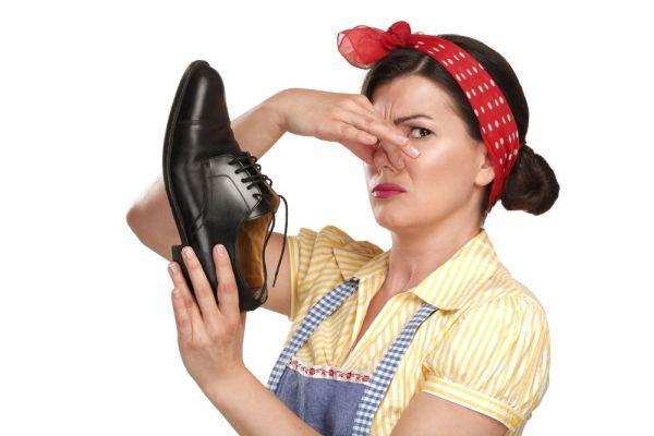 резкий запах из обуви