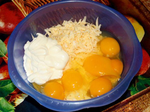 куриные яйца с сыром и майонезом
