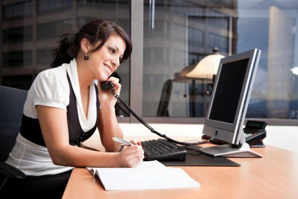 общение по телефону в офисе