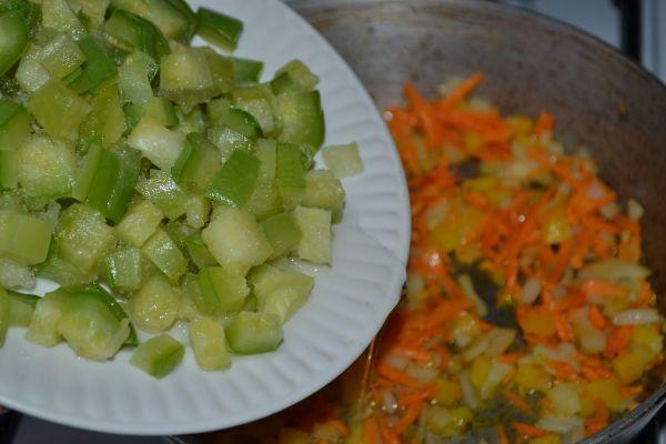 добавление к овощам цуккини