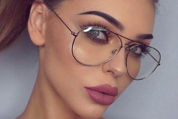 девушка в очках авиатор
