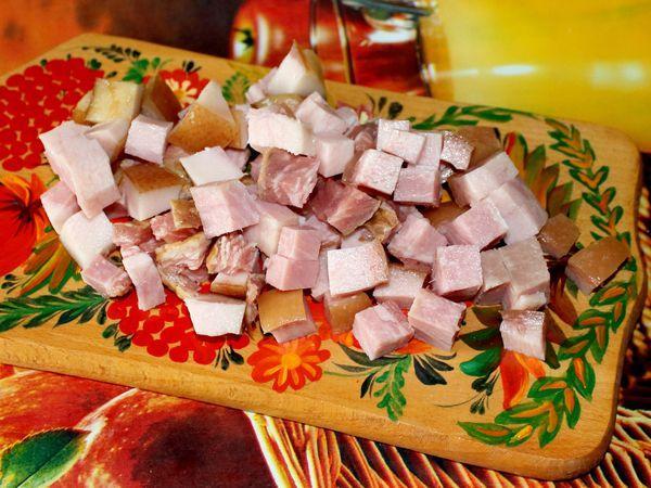 нарезанное кусочками мясо