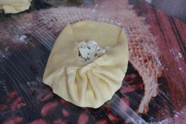 приготовление пирога с сыром