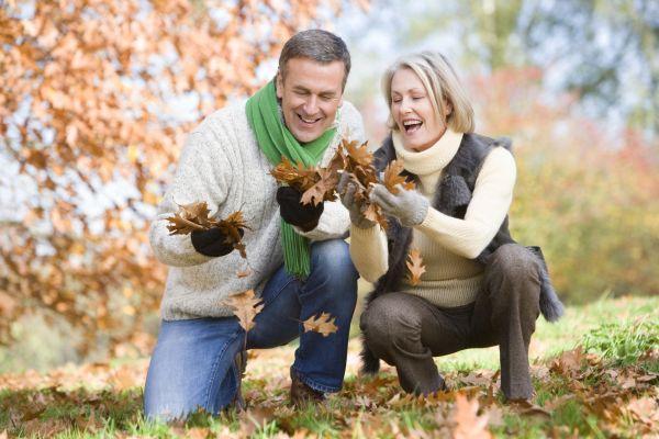муж с женой на прогулке