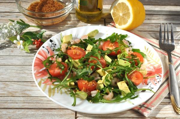 салат с рукколой и креветками
