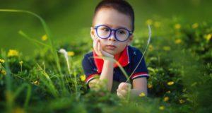 задумчивый ребенок