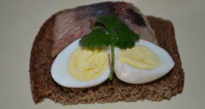 Перепелиные яйца на Пасху в остром маринаде
