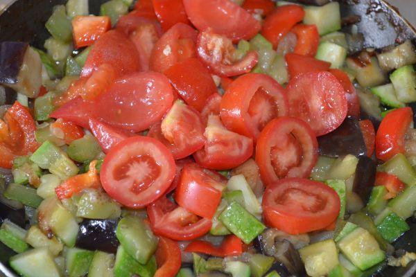 помидоры с овощными компонентами