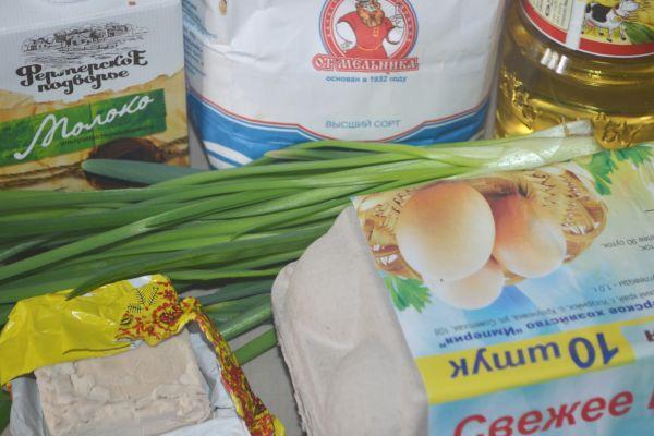 ингредиенты для пирожков с луком и яйцом