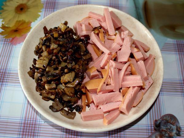 грибы и колбаса