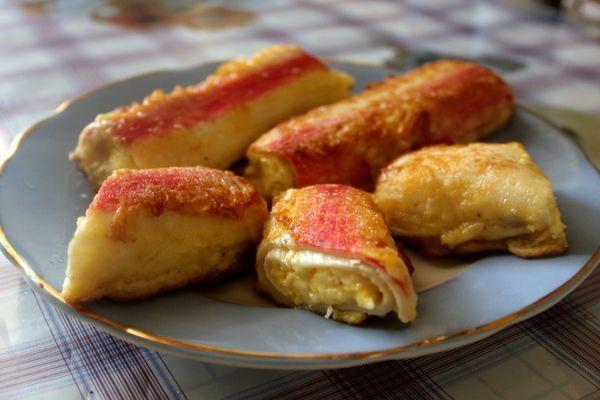 фаршированные сыром и яйцом крабовые палочки