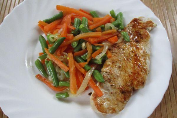 вкусное филе индейки с овощами