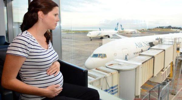 беременная девушка перед полетом