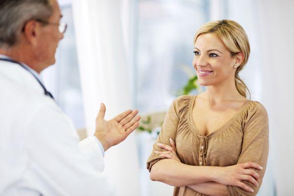 общение девушки с врачом