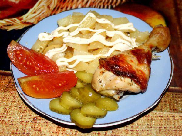 картофель, запеченный в духовке с курицей