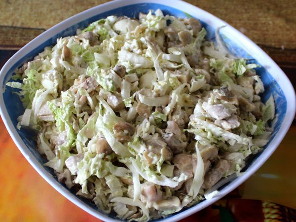 салат с грибами шампиньонами и курицей