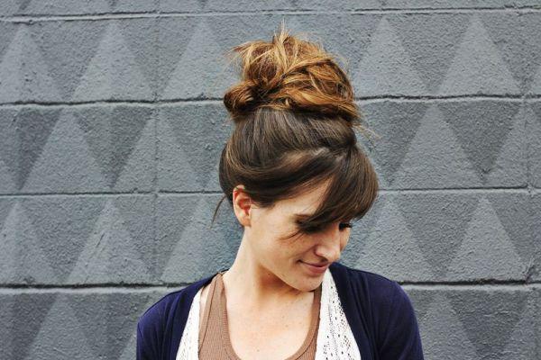 Пучок на голове: варианты удобной прически