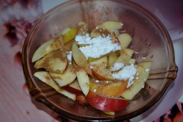 яблоки с корицей и сахарной пудрой