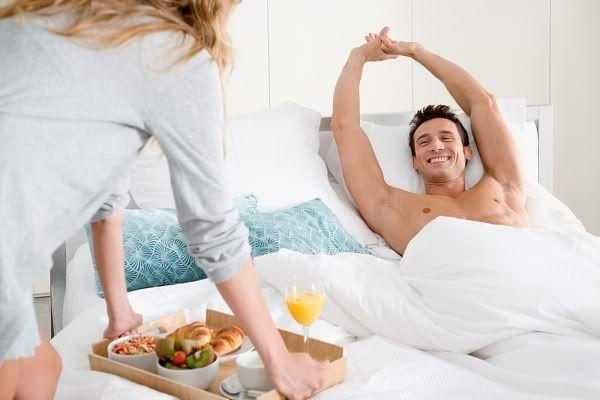 жена заботиться о муже