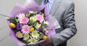 какиецветы дарят мужчинам