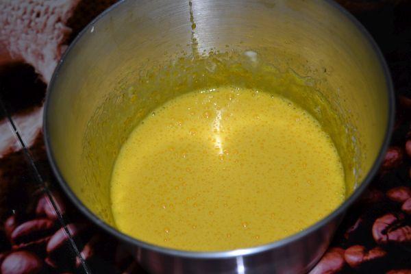 взбитые желтки с сахаром