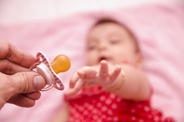 отучение малыша от сосания пустышки