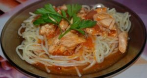 Спагетти с филе курицы в томатном соусе