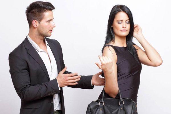 девушка не хочет общаться с парнем
