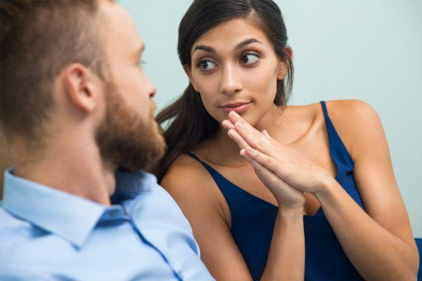 девушка просит прощения