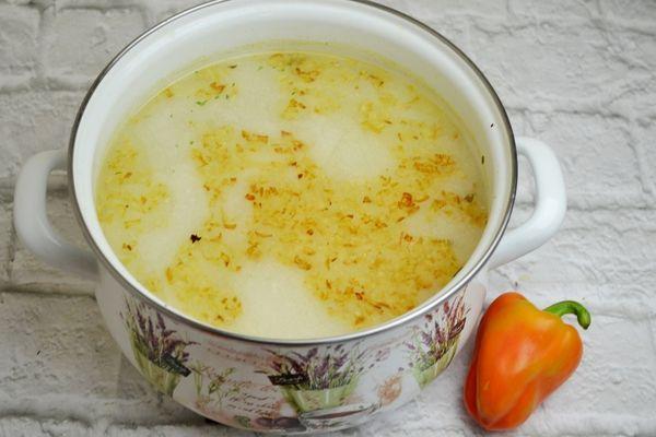 сырный суп с плавленным сыром и ветчиной