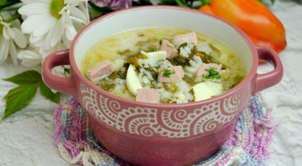 суп со свежим щавелем и вареным яйцом