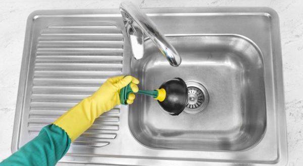 удаление засора в раковине на кухне