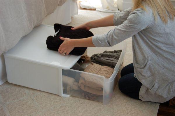 пластиковый контейнер для хранения вещей
