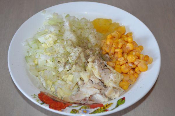 ингредиенты для куриного салата с ананасами
