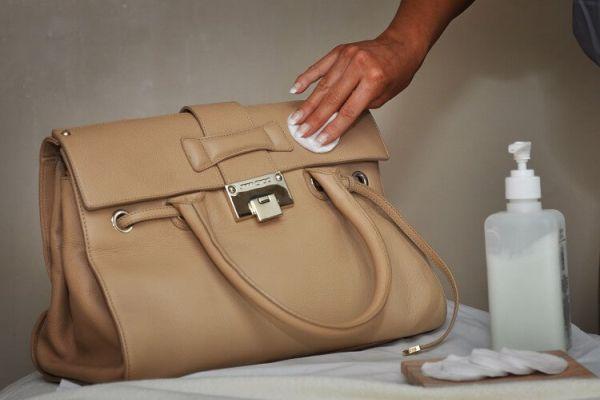 чистка сумки мыльным раствором